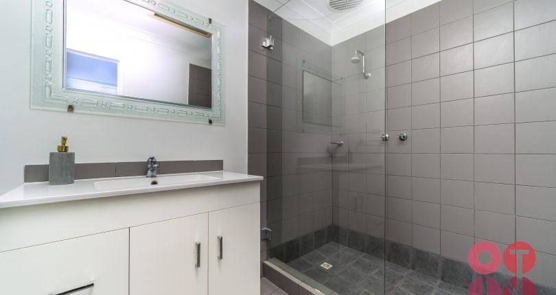 82 edgecumbe st bathroom